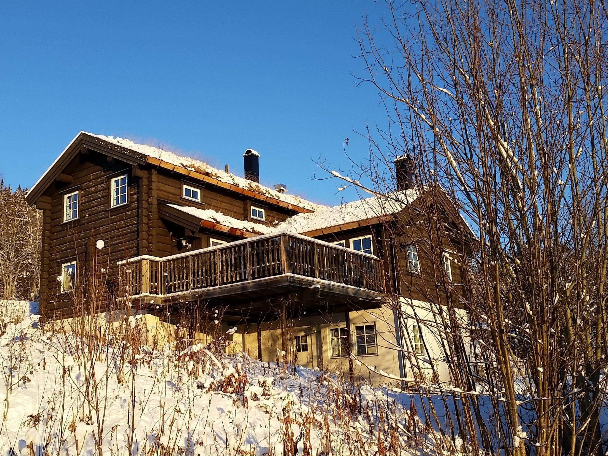 The log cabin Björnängelägret 6 in winter