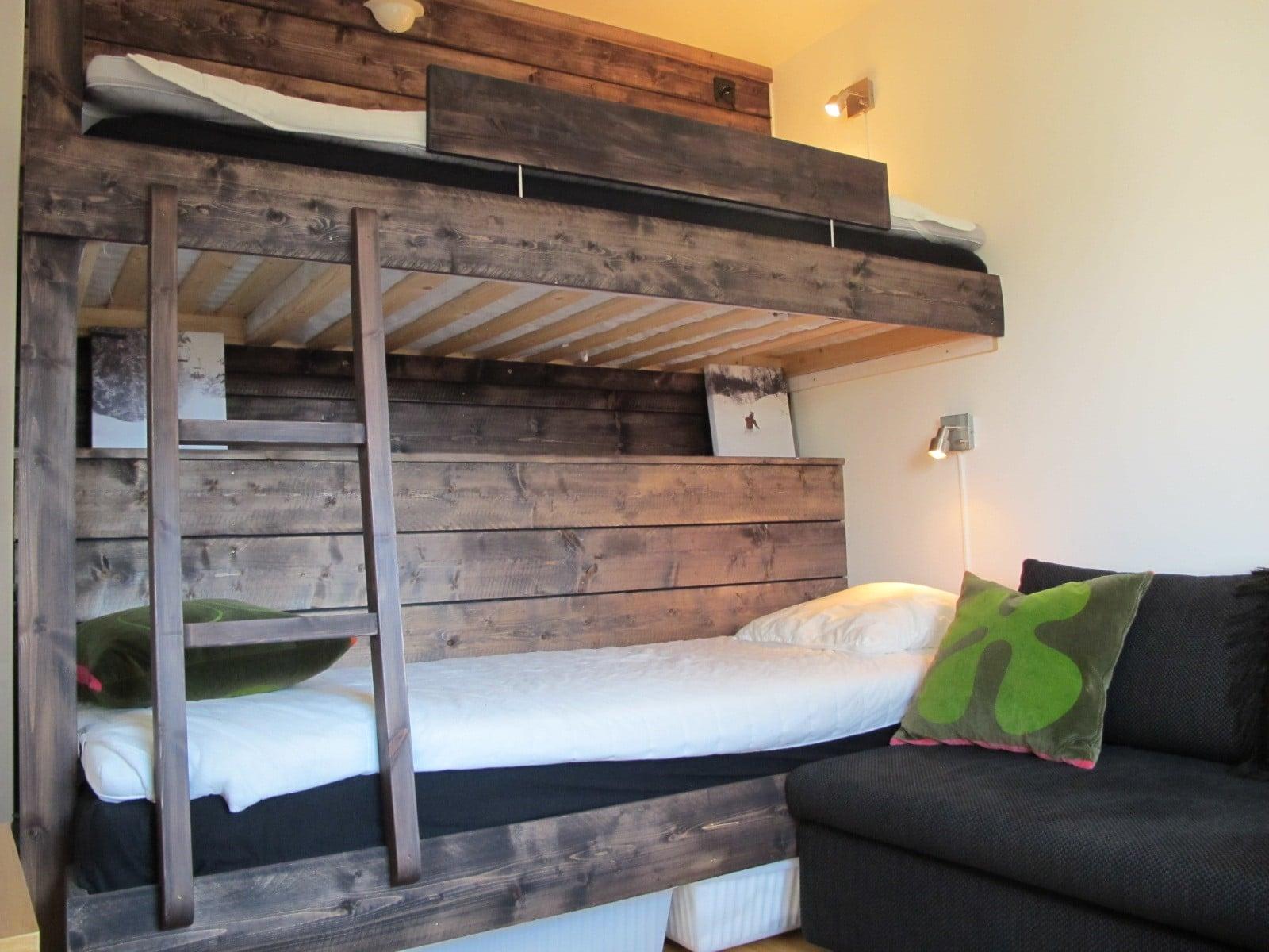 Sovrum med fina våningssängar i Hummeln i Åre