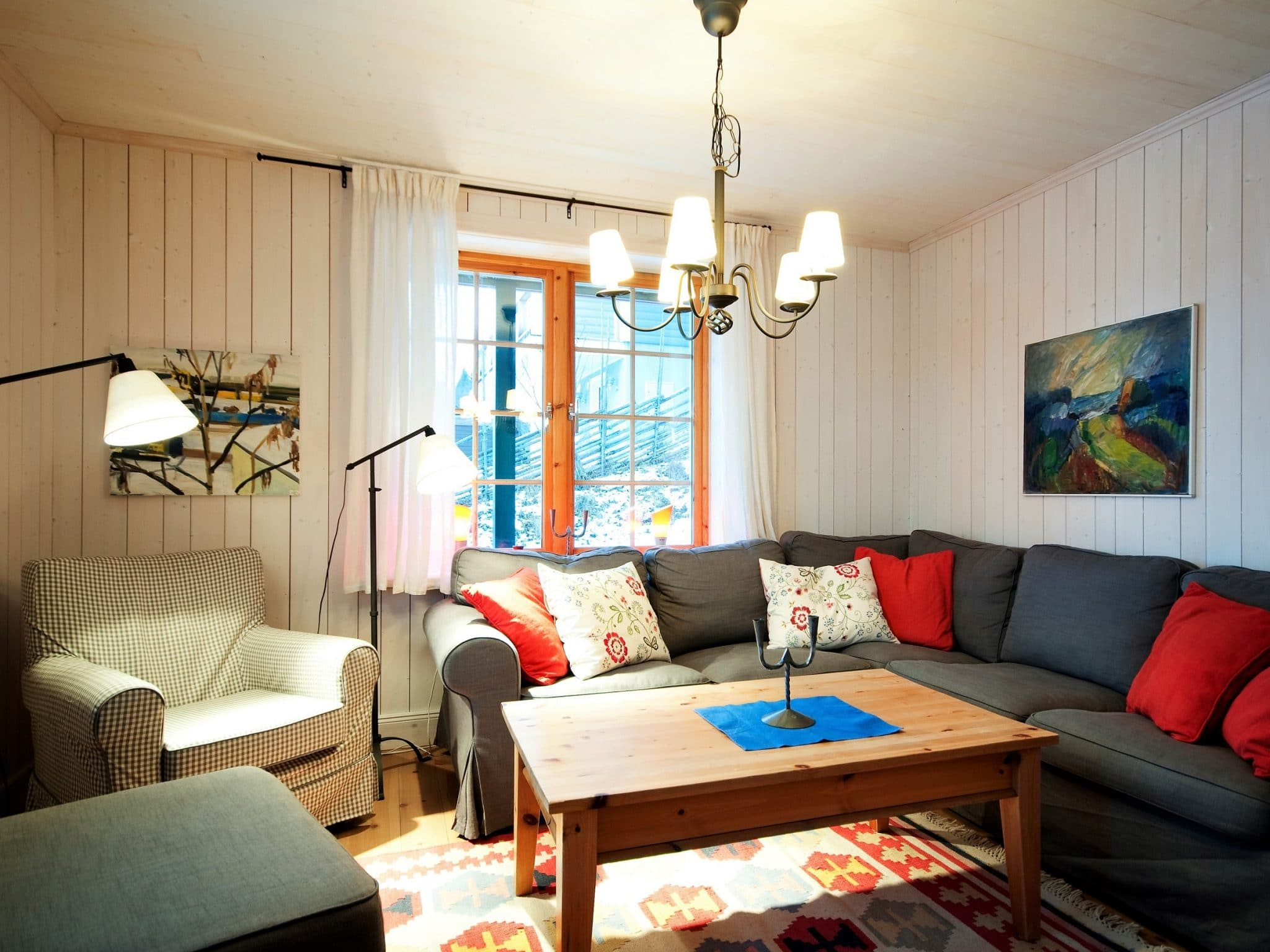 Vardagsrum med öppen spis i Slalomsvängen 27 i Åre