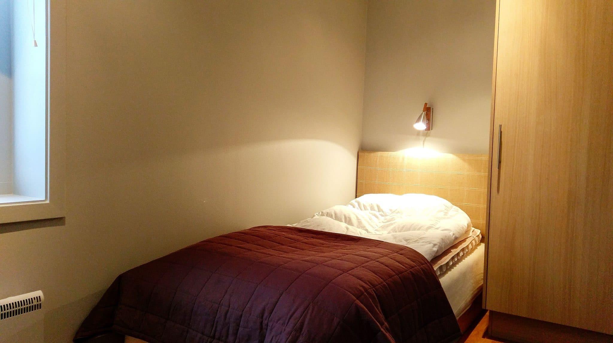 Enkelsäng finns i två av lägenhetens sovrum