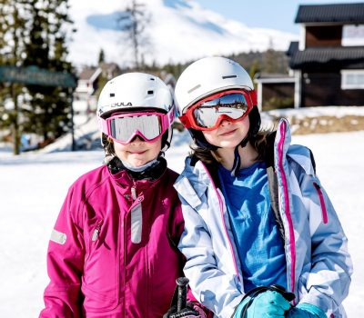 Two children on sports holiday in Åre